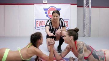 الشهوة يمارسون الجنس بعد القتال في حلقة