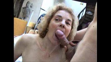امرأة ناضجة تبدو كسها كثيرًا وتريد ممارسة الجنس مع المزيد من الرجال