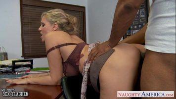 أسود مع لسان في المهبل لممارسة الجنس مع امرأة شقراء