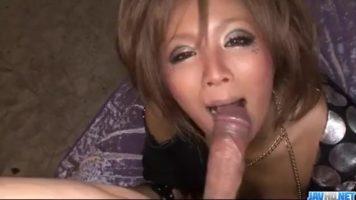 نار يابانية جميلة توضع بفمك على قضيبك