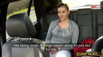 شاب يقترح على هذه الفتاة ممارسة الجنس معًا على مقعد سيارته الأجرة مباشرة من