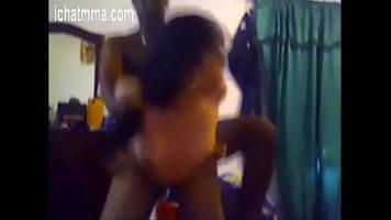 امرأة سوداء مع ثدي صغير يأخذها من رجل أسود مع قضيب كبير