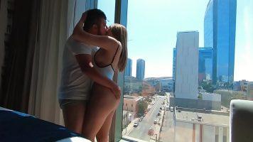 فتاة الحمار الكبير المستأجرة لممارسة الجنس مع رجل