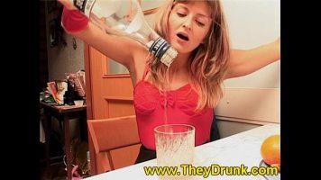 إنها تقدم الكحول وبعد ذلك تشعر أنها مستعدة لأن يقترب منها أي شخص جنسيًا