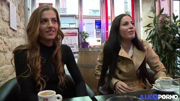 تلتقي الفتيات لتناول القهوة للحديث عن كيفية ممارسة الجنس مع شركائهن