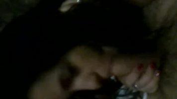 امرأة سمراء فتاة مص الديك لرجل مع شعر الديك