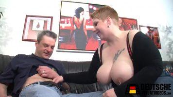 وقحة سمين جدا يحب ممارسة الجنس مع أي رجل يضعها
