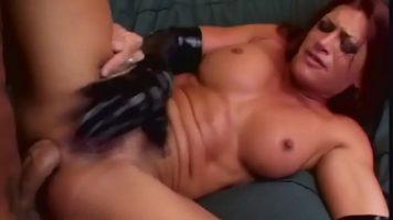 الفاخرة عاهرة مع كس واسعة جدا الذي مارس الجنس من قبل رجل مع الديك سميكة